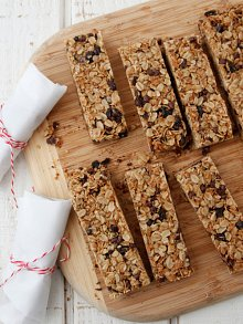 chocolate-chip-granola-bars1-220-293